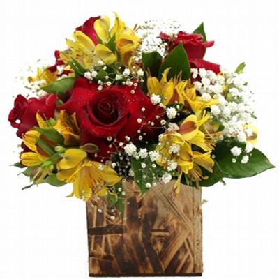 235 Arranjo de Rosas Vermelhas com Astromélias Amarela