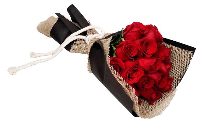 1029 Buquê de 20 Rosas Vermelhas Importadas envoltas em Papel e Juta