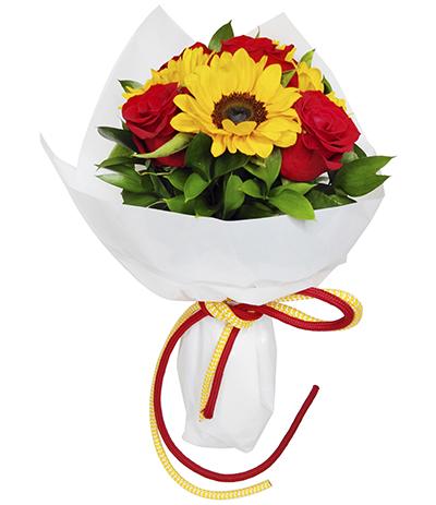 2622 Buquê de Girassóis e Rosas Vermelhas Importadas em Celofane Branco