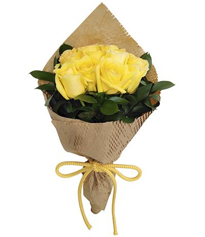 2691 Buquê de 10 Rosas Amarelas envoltas em Papel Kraft Vazado